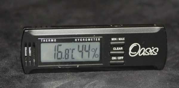 A-106, Oasis OH-2 Digital Hygrometer / Thermometer